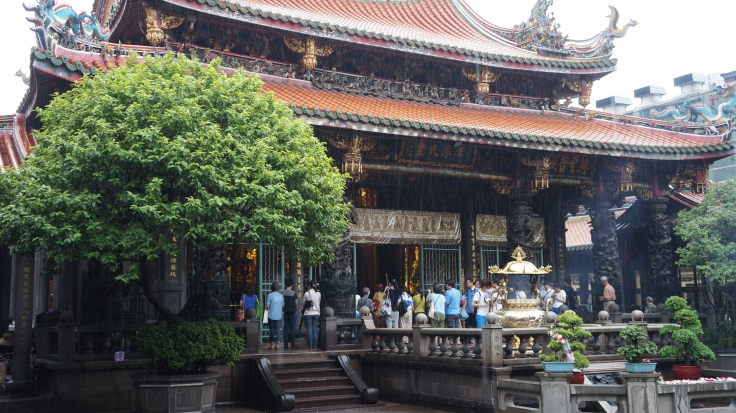 Longshan Temple in the rain